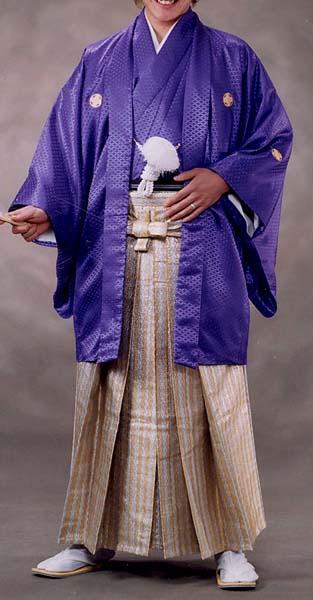 オプション袴ダイヤメタルゴールド柄と紫無地着用画像成人式レンタル紋付袴