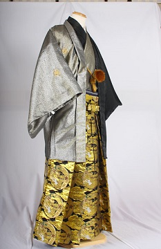 MAN-HG43目立つ金龍柄レンタル紋付成人式用貸衣装黒金835着姿